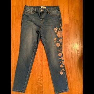 Artisan NY embroidered jeans sz 6